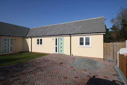 2 Bedrooms Bungalow for sale in Maldon, Essex
