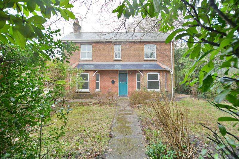3 Bedrooms House for sale in Verwood Road, Three Legged Cross, Wimborne