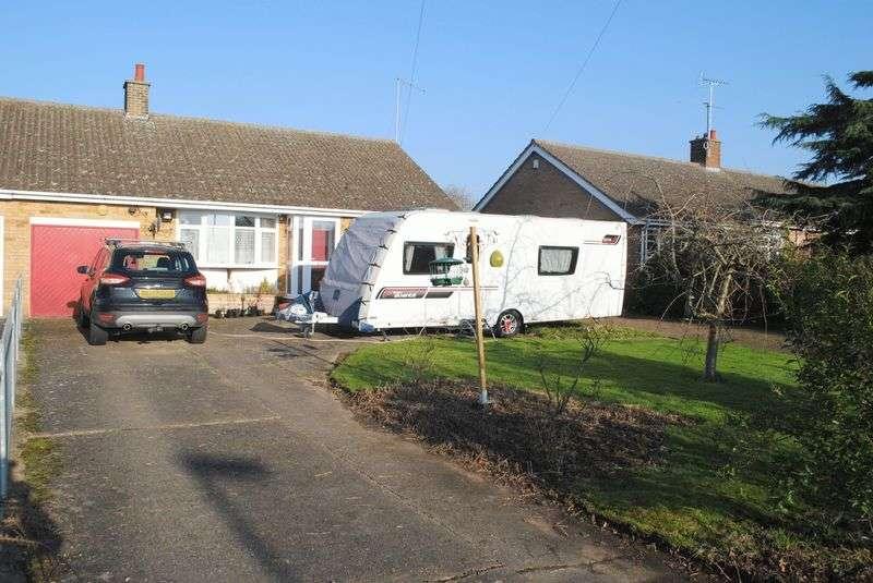 2 Bedrooms Semi Detached Bungalow for sale in Newton Road, Rushden