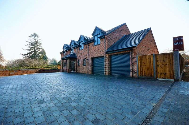 4 Bedrooms Detached House for sale in Fakenham Road, Taverham