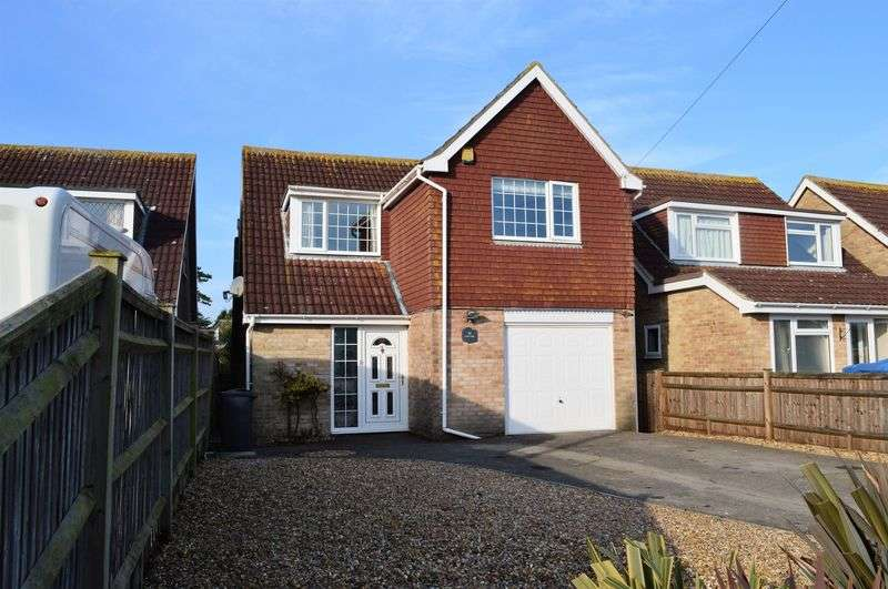 4 Bedrooms Detached House for sale in Laburnum Grove, Hayling Island