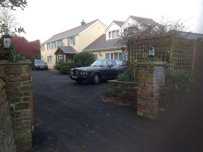 4 Bedrooms Property for sale in FERRYSIDE, Ferryside