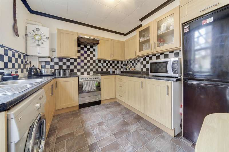 4 Bedrooms End Of Terrace House for sale in Blackburn Road, Darwen, Blackburn