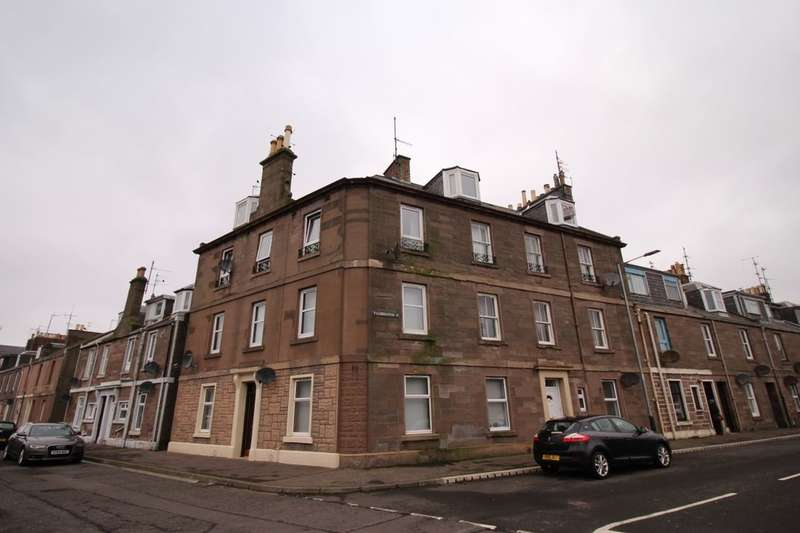3 Bedrooms Flat for sale in Railway Place, Montrose, DD10
