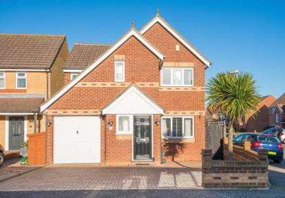 4 Bedrooms Detached House for sale in Shambrook Road, Cheshunt, Waltham Cross, Hertfordshire
