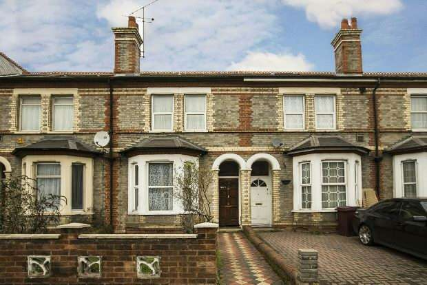 3 Bedrooms Terraced House for sale in London Road, Reading