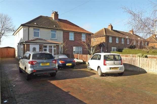 3 Bedrooms Semi Detached House for sale in Adelaide Road, Elvington, Dover, Kent