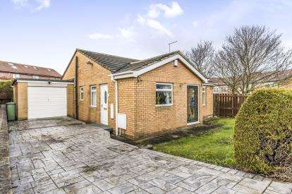 3 Bedrooms Bungalow for sale in Penwick Close, Yarm, Durham