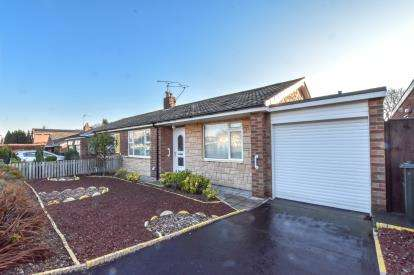 2 Bedrooms Bungalow for sale in Hauxley Drive, Newcastle Upon Tyne, Tyne and Wear, NE3