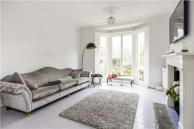 3 Bedrooms Terraced House for sale in Nelson Villas, BATH, Somerset, BA1