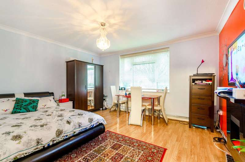 1 Bedroom Flat for sale in Chester Road, Loughton, IG10