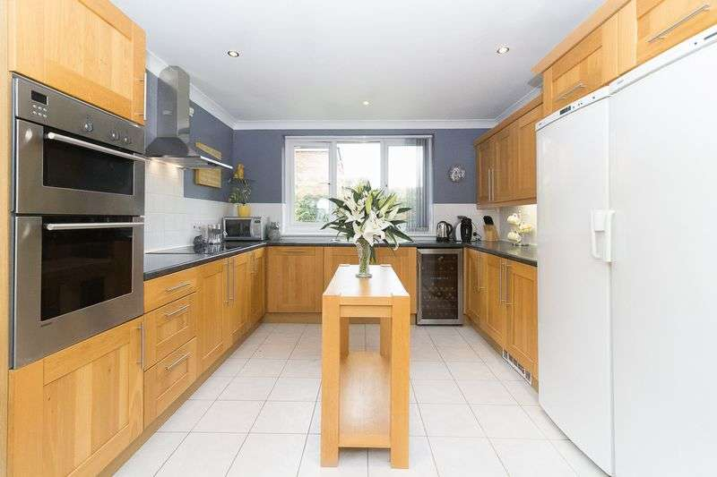 5 Bedrooms Detached House for sale in **WHAT WILL YOU OFFER?** Tyland Lane, Sandling, Maidstone