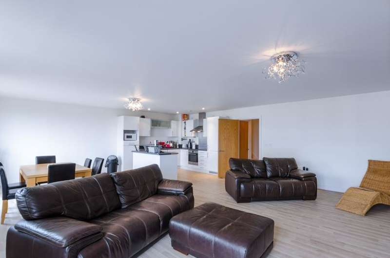 2 Bedrooms Apartment Flat for sale in Leamore Court, Stepney, E2