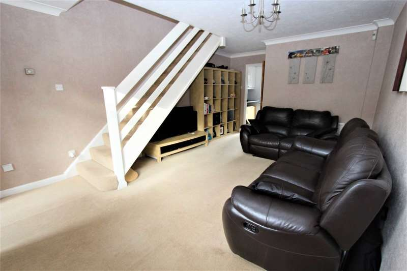 2 Bedrooms Semi Detached House for sale in Lisle Close, Gravesend