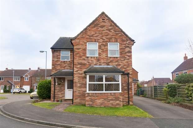 3 Bedrooms Detached House for sale in Duncombe Drive, Strensall, YORK