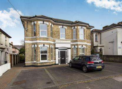 2 Bedrooms Flat for sale in 16 St. Swithuns Road South, Bournemouth, Dorset