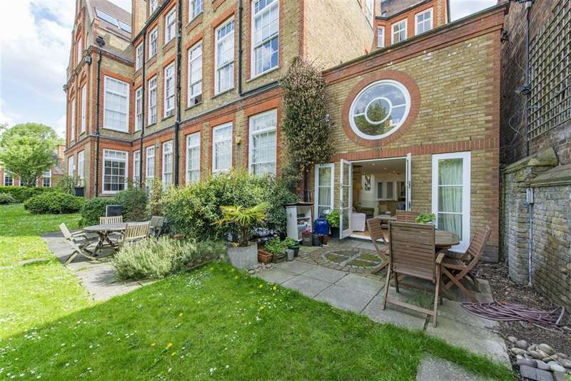 3 Bedrooms Flat for sale in Southside Quarter, Battersea, London, SW11