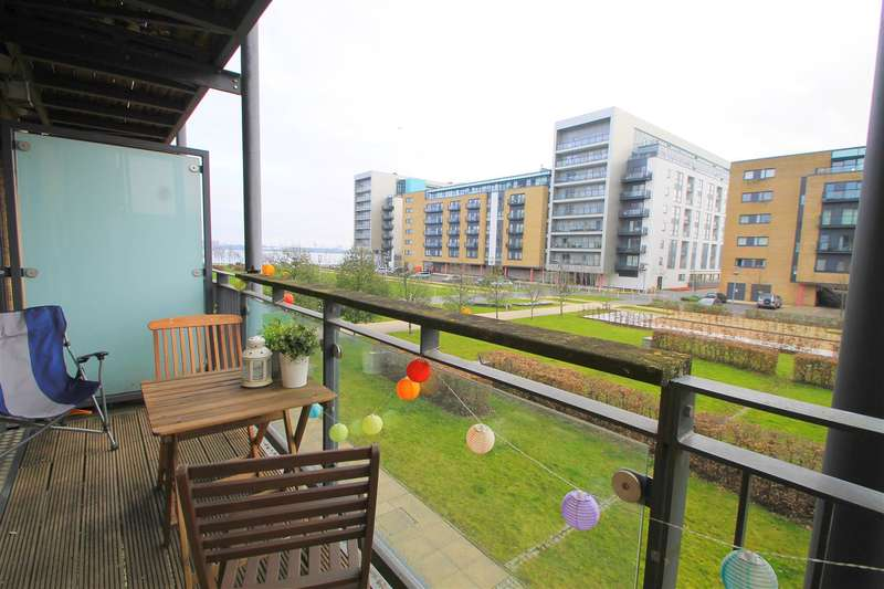 2 Bedrooms Property for sale in Ferry Court, Cardiff