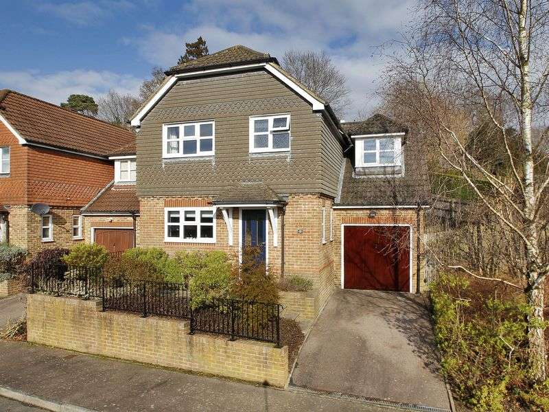 4 Bedrooms Detached House for sale in Richmond Way, East Grinstead, West Sussex