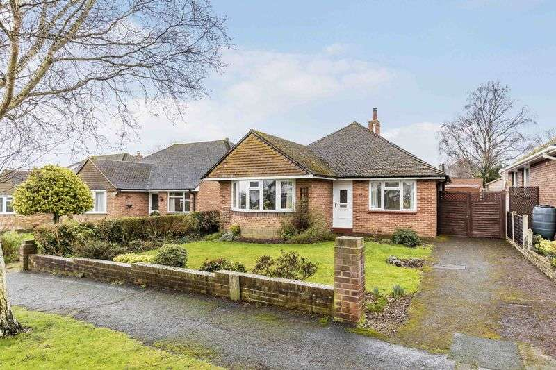 3 Bedrooms Detached Bungalow for sale in Birch Tree Drive, Emsworth