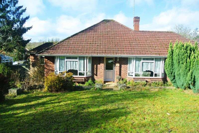 3 Bedrooms Detached Bungalow for sale in Reading Road, Chineham