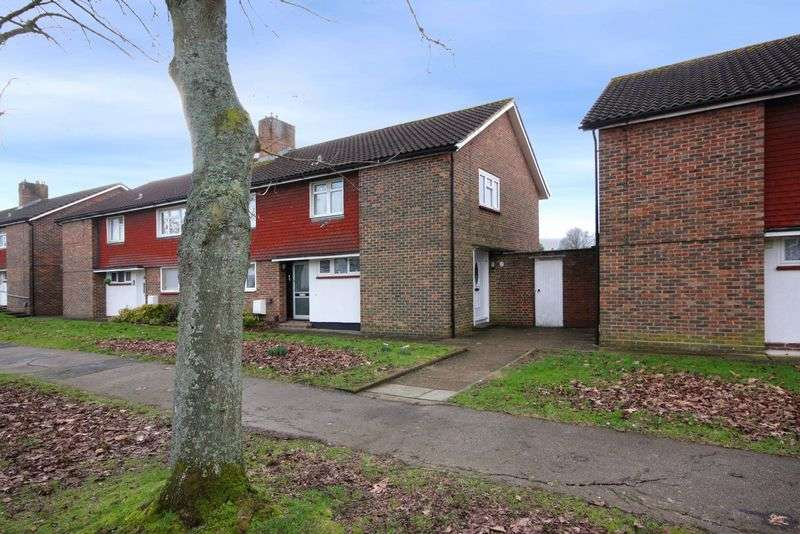 2 Bedrooms Flat for sale in Titmus Drive, Crawley