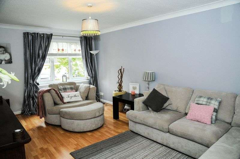 3 Bedrooms Property for sale in Strathcarron Crescent, Paisley