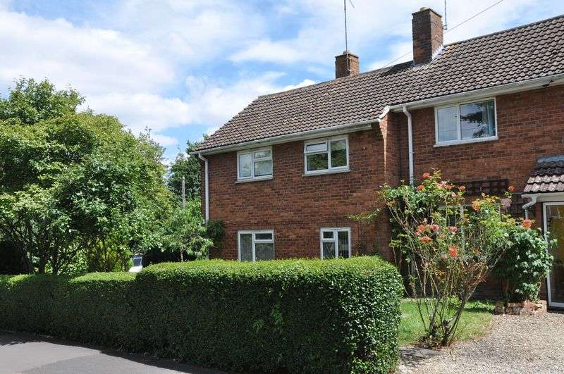 3 Bedrooms Semi Detached House for sale in Fairfield Road, Evesham, WR11 1HJ
