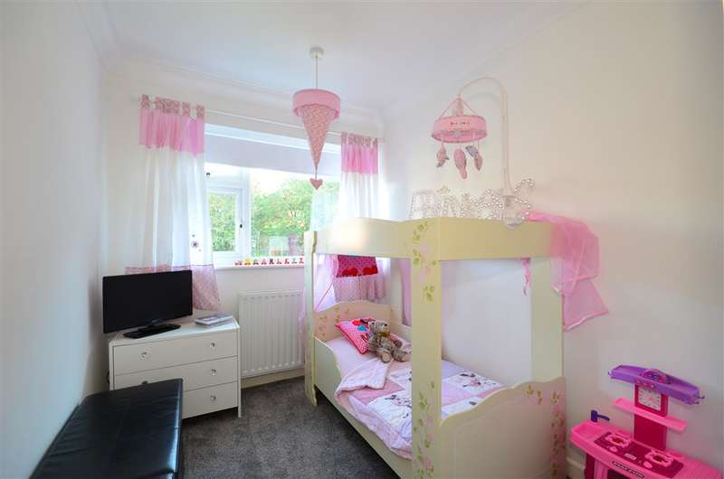 3 Bedrooms Terraced House for sale in Cypress Crescent, Lovedean, Waterlooville, Hampshire