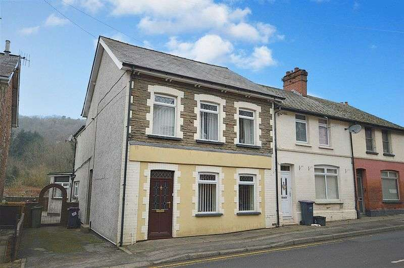 3 Bedrooms Semi Detached House for sale in Freeholdland Road, Pontypool