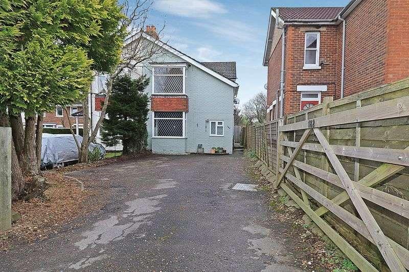 4 Bedrooms Semi Detached House for sale in Botley Road, Burridge