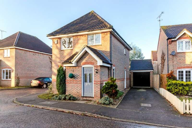 3 Bedrooms Detached House for sale in Macgregor Drive, Wickford, SS12 9PH