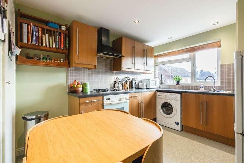 3 Bedrooms Property for sale in Mandeville Rd, Shepperton, Middx, TW17 0AL