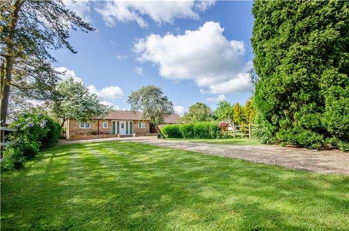 4 Bedrooms Detached Bungalow for sale in Highfields Road, Highfields Caldecote, Cambridge