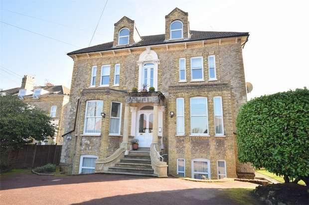 3 Bedrooms Flat for sale in 9, Edenderry Court, 14 Bayham Road, SEVENOAKS, Kent