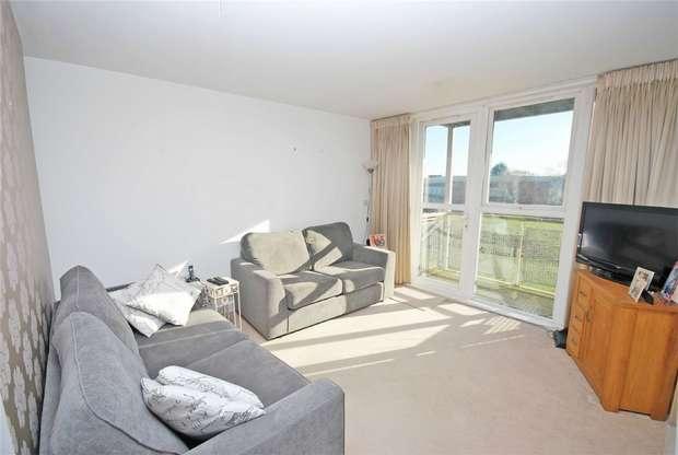 2 Bedrooms Flat for sale in Challenge Court, Langhorn Drive, Twickenham
