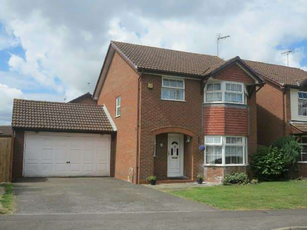 4 Bedrooms Detached House for sale in Chatteris Way, Lower Earley, Reading