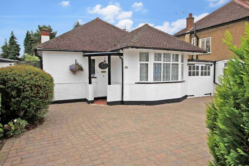 2 Bedrooms Detached Bungalow for sale in Wimborne Drive, Pinner