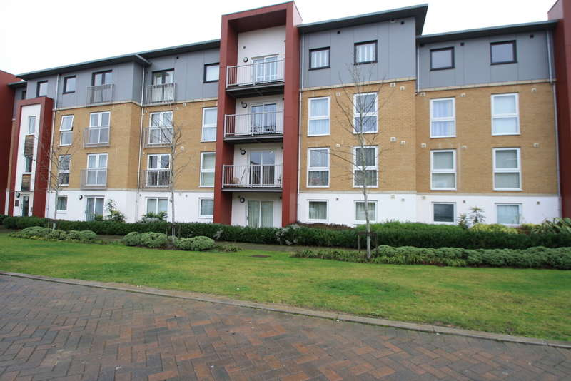2 Bedrooms Flat for sale in Saxton Close, Grays