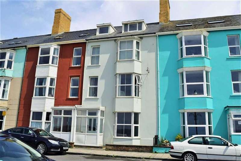 2 Bedrooms Flat for sale in South Marine Terrace, Middle Flat, Aberystwyth