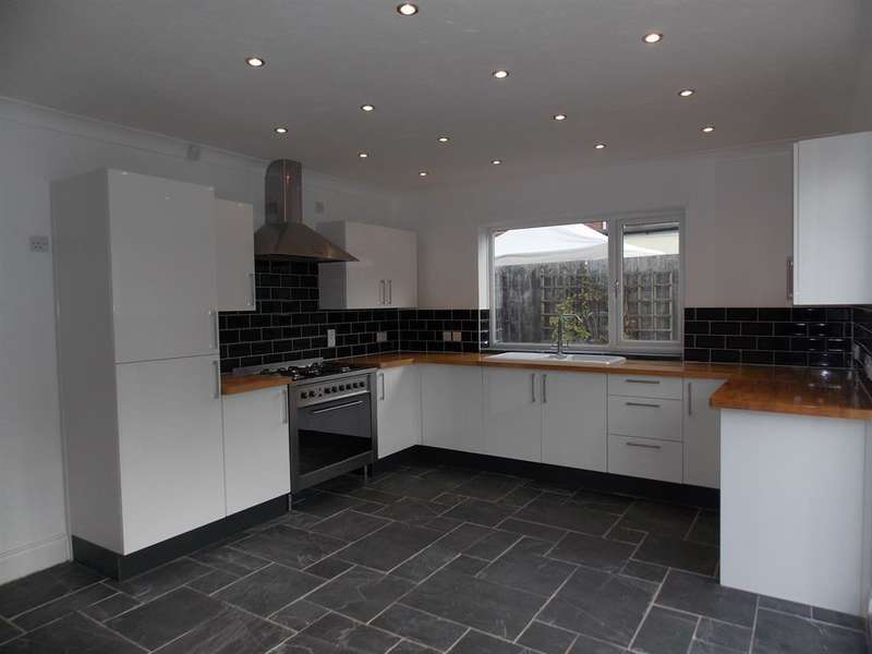 5 Bedrooms Detached House for sale in Ormesby Bank, Ormesby, Middlesbrough, TS7 9HH