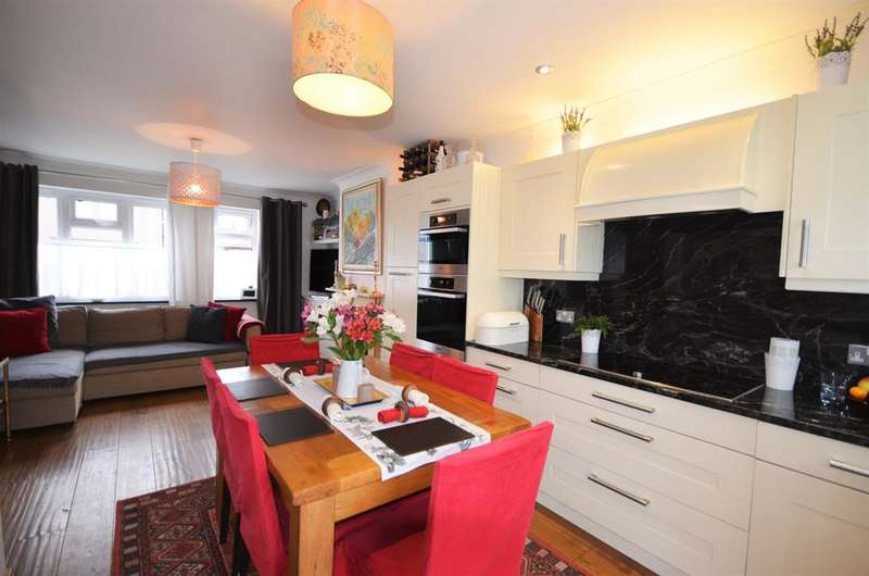 3 Bedrooms Semi Detached House for sale in Lilly Gardens , Perivale, Middlesex, HA0 1DN
