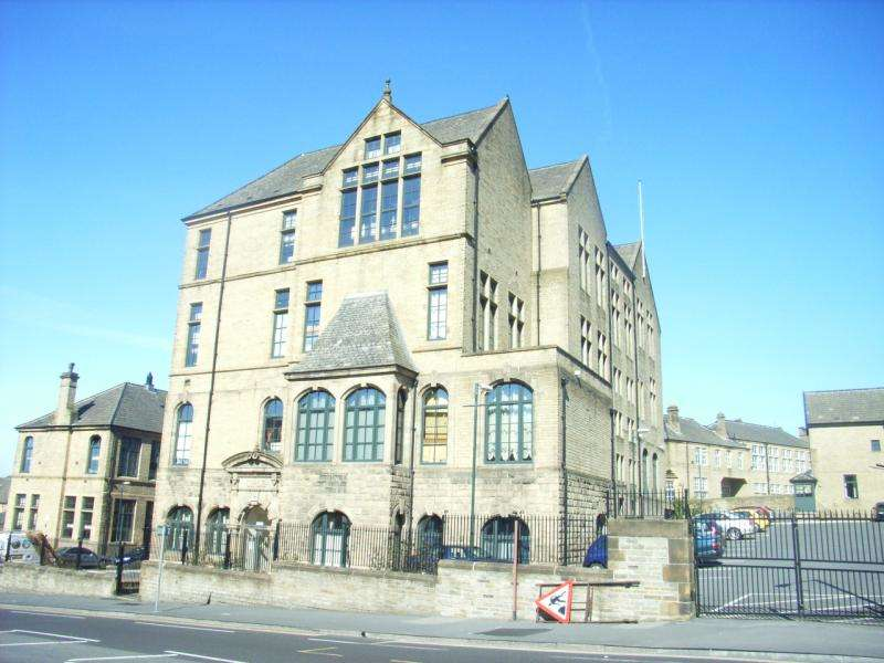 2 Bedrooms Flat for sale in Byron Halls, Bradford 3, BD3 0AD