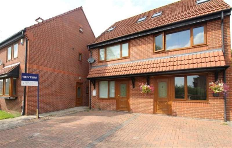3 Bedrooms Semi Detached House for sale in Leeds and Bradford Road, Stanningley / Pudsey, LS28