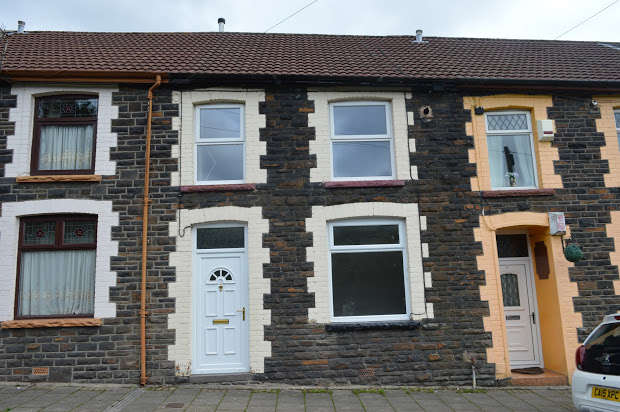 3 Bedrooms Terraced House for sale in Stanleytown, Ferndale, Rhondda Cynon Taff, CF43