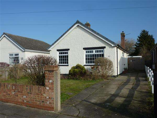 2 Bedrooms Detached Bungalow for sale in EASTFIELD AVENUE, SCARTHO, GRIMSBY