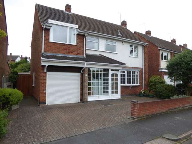 4 Bedrooms Detached House for sale in Woodbrook Road Loughborough