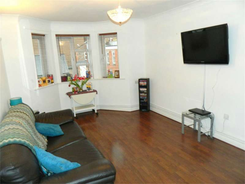 2 Bedrooms Flat for sale in Clivedale Place, Bolton, Lancashire