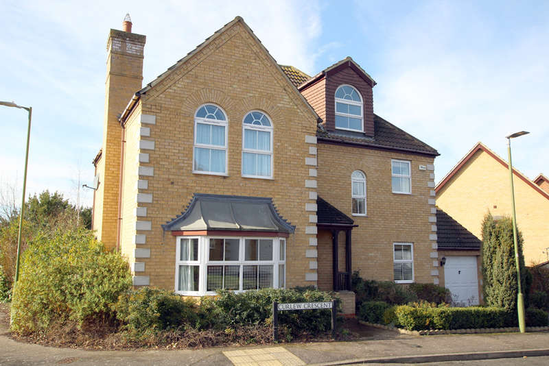 5 Bedrooms Detached House for sale in Curlew Crescent, Royston