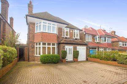 4 Bedrooms Detached House for sale in Salmon Street, Kingsbury, London